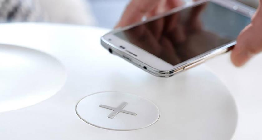 Xiaomi и IKEA готовятся к выпуску совместного проекта: стол с поддержкой беспроводной зарядки
