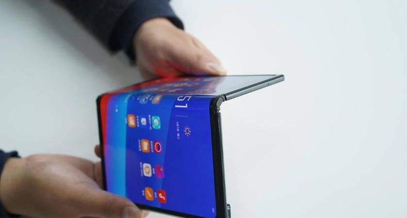 Компания Sony работает над новым складным смартфоном Xperia F 5G