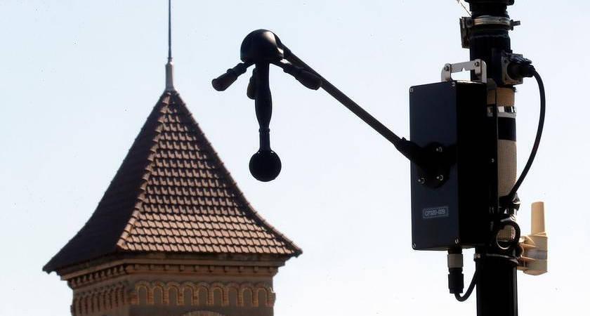 В Париже уже установили радары, штрафующие водителей громких авто