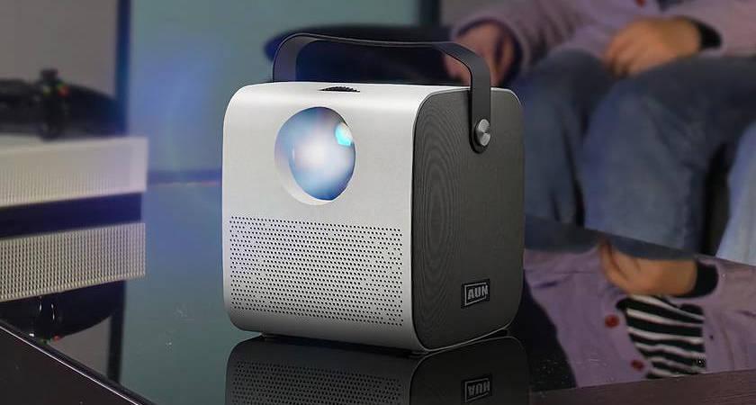 AUN AKEY7 Young – новый проектор, оснащенный встроенными динамиками