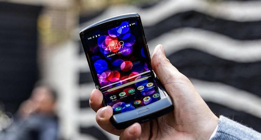 Акция от Motorola: при покупке «раскладушки» RAZR вторая в подарок!