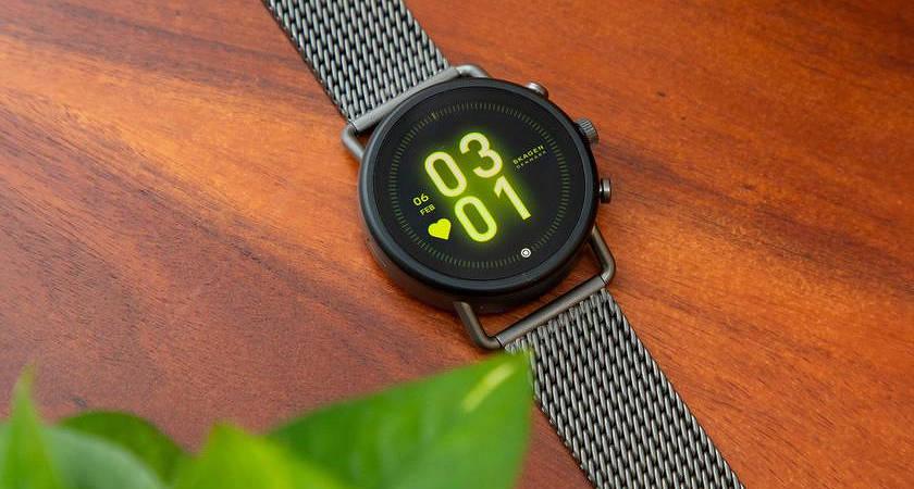 Умные часы Fossil Group стали получить прошивку Wear OS H-MR2