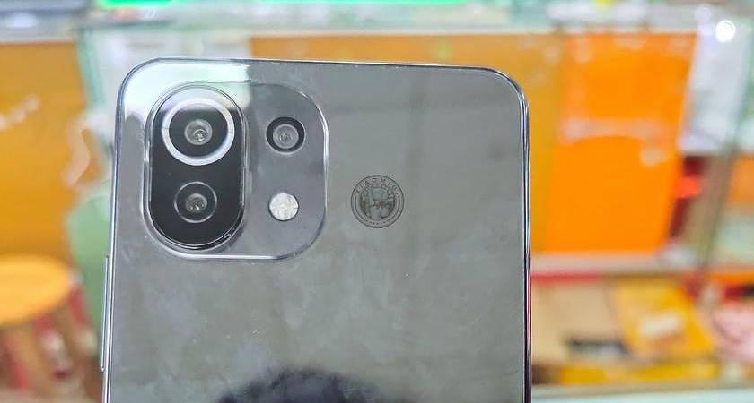 Xiaomi Mi 11 Lite появился в сети на реальном фото