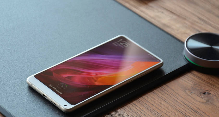 Xiaomi анонсировала новый коврик для мыши с беспроводной зарядкой